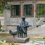 TThe monument of the founder of the park Askaniya Nova Falz-Fein