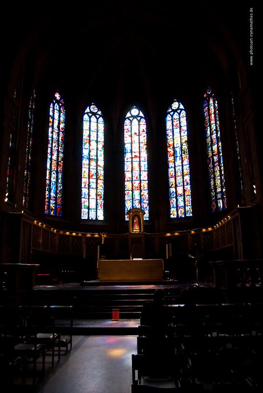 In der Kathedrale // В соборе особенно понравились витражи