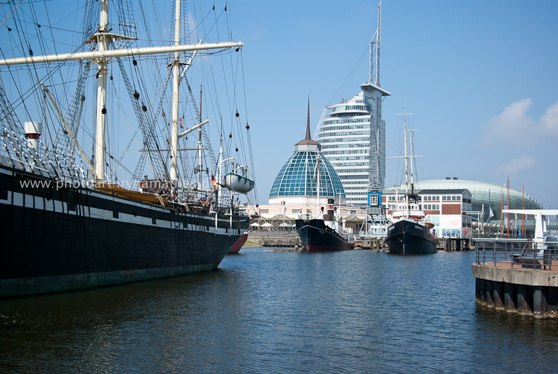 Blick durch die Stadt zum Hafen