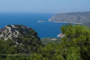 Bucht und Monolithos