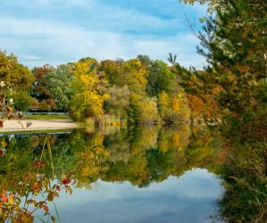 Baggersee Linkenheim an einem Herbsttag. Deutschland, Europa Landschaft